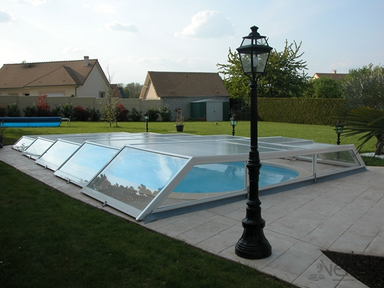 Ultra Low telescopic aluminium pool enclosure
