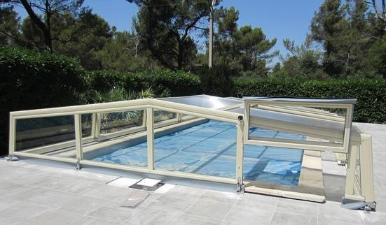 Abris piscine bas 3 angles abri piscine et abri spa for Abri piscine relevable