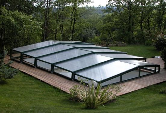 Low adaptable pool enclosure