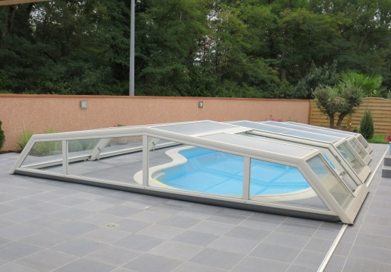 shelters pool bottom pool enclosure iris covered swimming pool and spa shelter venus ondine. Black Bedroom Furniture Sets. Home Design Ideas