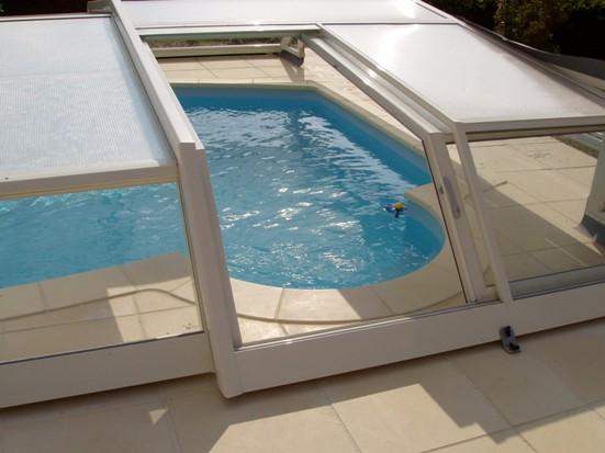 abris piscine bas iris abri piscine petit prix abri piscine et abri spa ve. Black Bedroom Furniture Sets. Home Design Ideas