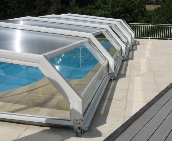A side view of this low 5 angle pool enclosure in white