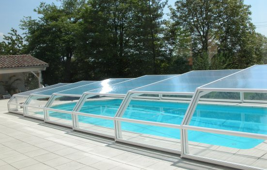 The 5 angle low pool enclosure in RAL colour white 9010