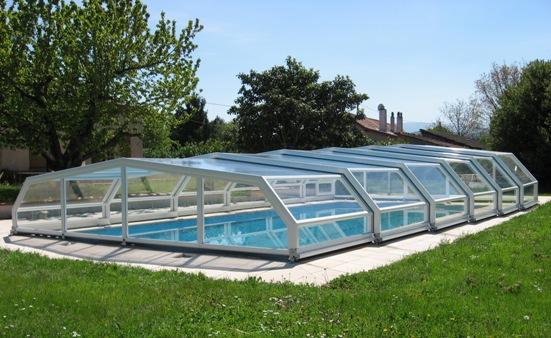 A White 5 angle Pool Enclosure