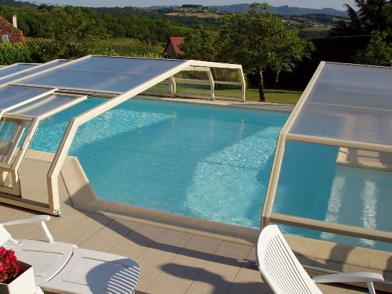 Abri piscine bas 5 angles avantages illustr s abri piscine et abri spa venus ondine abris for Piscine en anglais