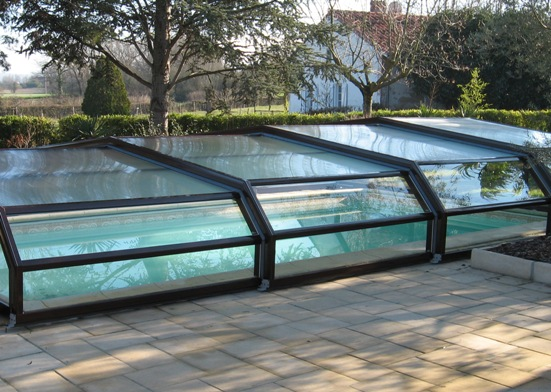 The brown colour of this pool enclosure helps to intigrate the enclosure