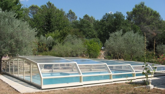 The 7 angle Low pool enclosure in Ivory