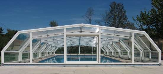 The rear view of a 5 angle low pool enclosure