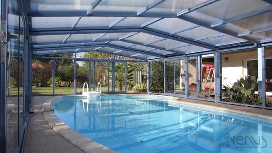 abris piscine fixes abri piscine et abri spa v nus international abris de piscine en verre. Black Bedroom Furniture Sets. Home Design Ideas