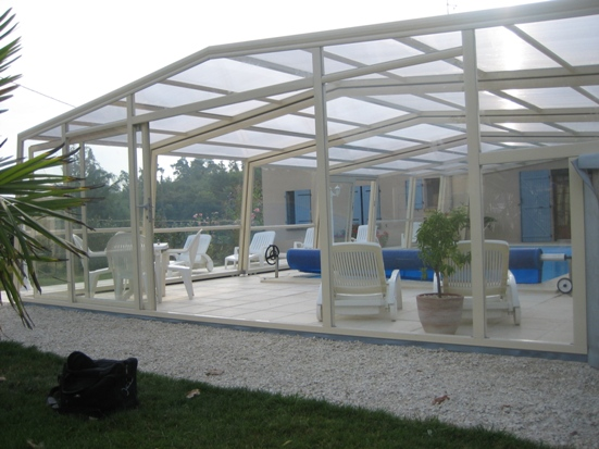 The 3 angle high pool enclosure is a modern swimming pool cover.