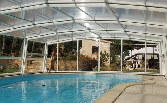 The 5 angle high telescopic pool enclosure is a safe space to entertain.