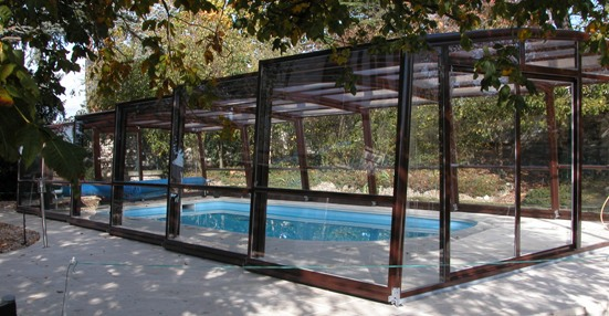 The 5 angle Olympia fits perfectly into the landscape and protect the pool surface.