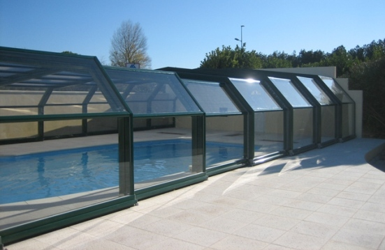 Side view of a green 5 angle pool enclosure