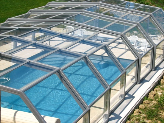 The 5 angle pool enclosure can be fitted with a glass roof for maximum transparency