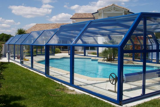Side view of a blue 5 angle pool enclosure