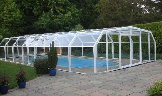 The 5 angle pool enclosure does not need to be telescopic