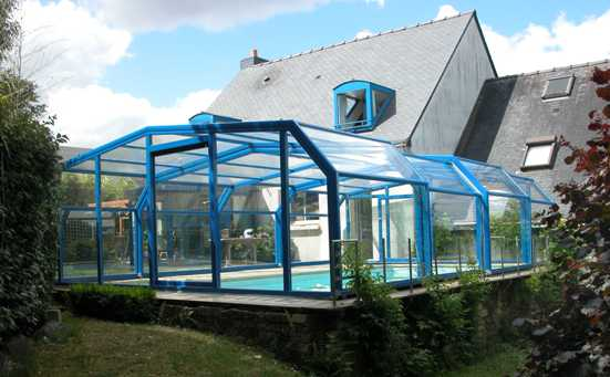 The 5 angle pool enclosure has the latest in technology.
