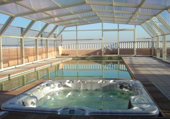 A luxurious 5 angle pool enclosure.