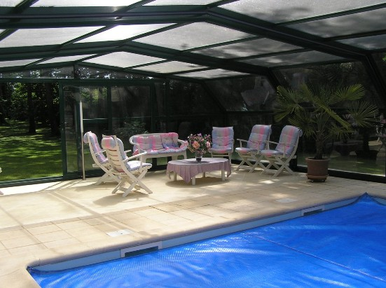 The 5 angle pool enclosure provides you with an invitation to invite family and friends - a great party venue