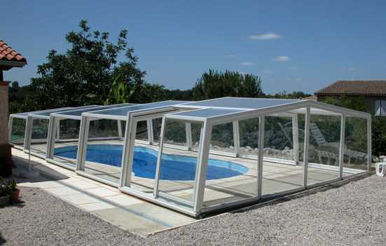 A 3 angle medium height pool enclosure