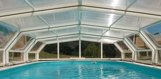 Abri piscine télescopique intermédiaire VENUS en 5 angles blanc : quelle élégance