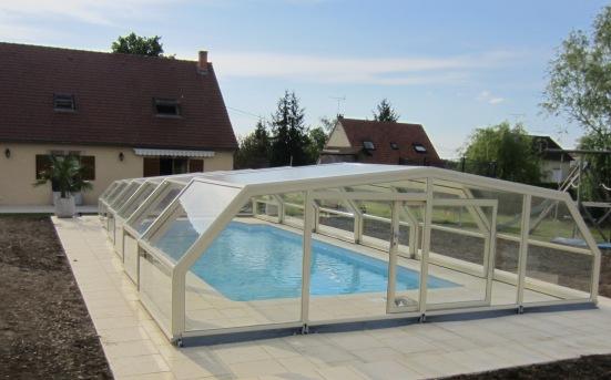 Abri piscine mi haut 5 angles avantages illustr s abri for Piscine chlore trop bas