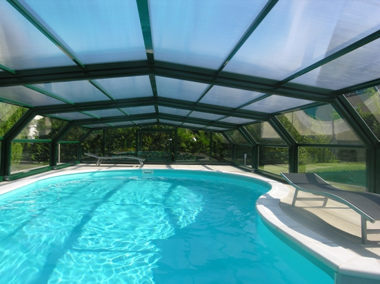 The 5 angle medium height enclosure protects and warms the pool up beautifully